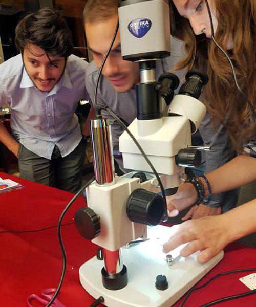 notte_ricercatori_2016_microscopio